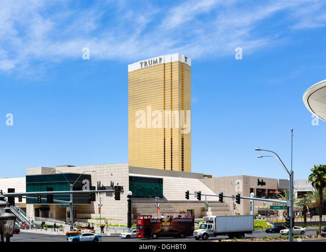 Das Trump Hotel und Casino mit Fahion Show Mall im Vordergrund, Las Vegas, Nevada, USA Stockbild