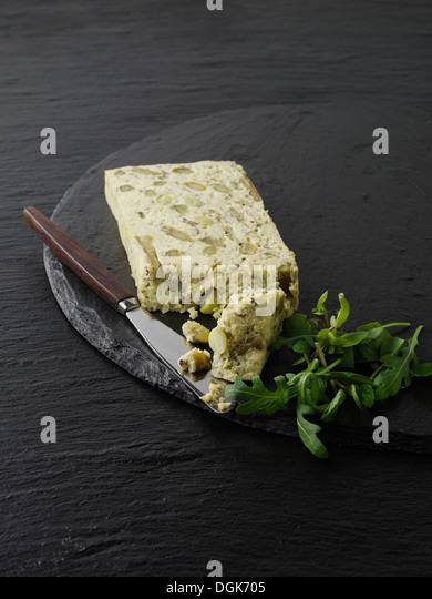 Stillleben mit Scheibe Spargel, Erbsen und Edamame Pastete Stockbild