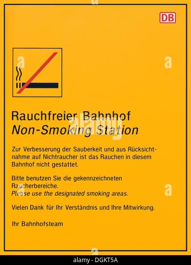 Zeichen der DB, Deutsche Bahn, Nichtraucher-Station Stockbild