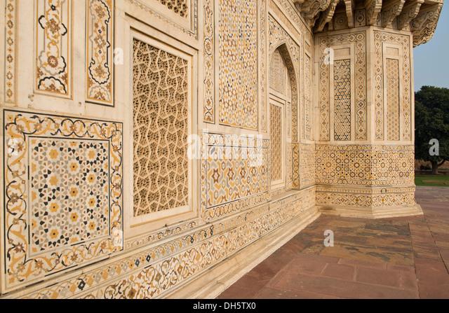 Fassade mit komplizierten Marmor inlays eine islamische Mausoleum, Grab von Mirza Ghiyas Beg, Agra, Uttar Pradesh, Stockbild
