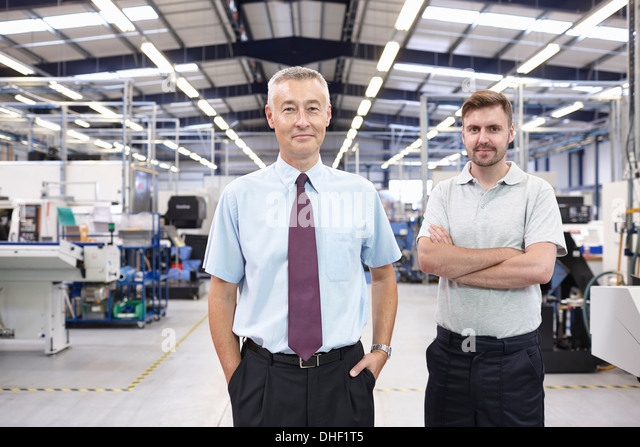 Porträt der Manager und Mitarbeiter in technischen Fabrik Stockbild