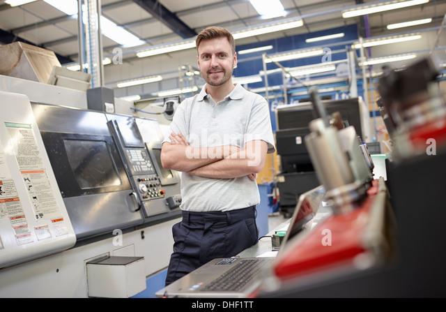 Porträt von männlichen Arbeiter in engineering Fabrik Stockbild