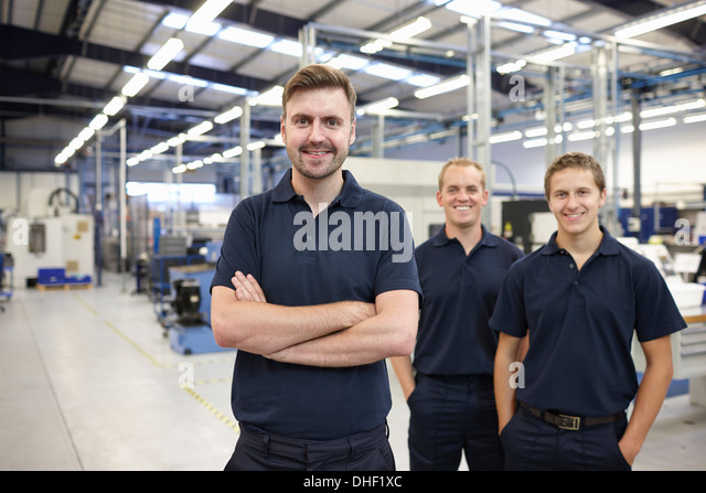 Porträt von drei Arbeiter in engineering Fabrik Stockbild
