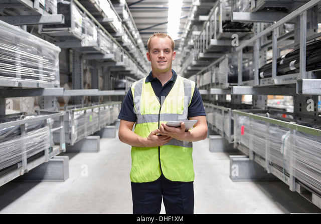Porträt des Arbeiters in engineering Lager Stockbild