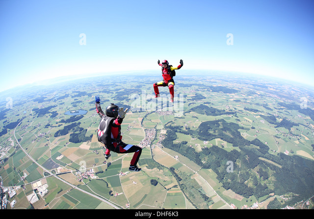Fallschirmspringer Spaß über Leutkirch, Bayern, Deutschland Stockbild