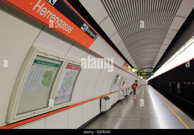 Innenraum der Herrengasse U-Bahnstation, Wien, Österreich Stockbild