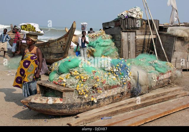 Alltägliche Szene am Fischerhafen von Cape Coast, Ghana Stockbild