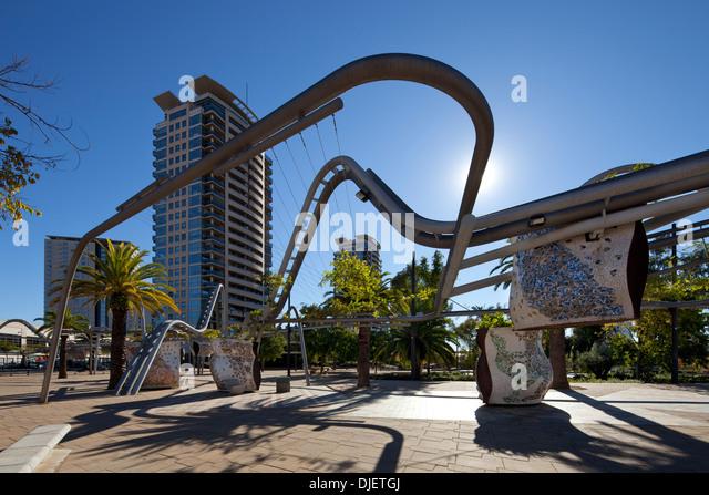 Röhrenförmige Strukturen in Parc Diagonal Mar, Barcelona, Spanien Stockbild