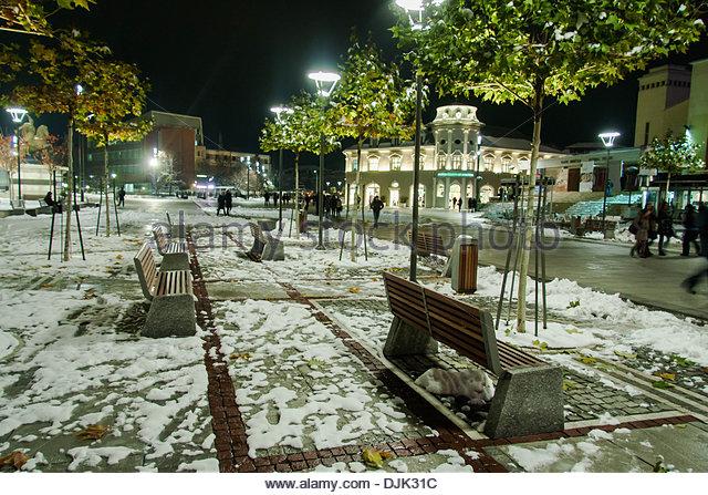 Prishtina, Kosovo. 27. November 2013. Prishtina-Plätze nach dem Schnee. Vedat Xhymshiti/ZUMAPRESS.com/Alamy Stockbild