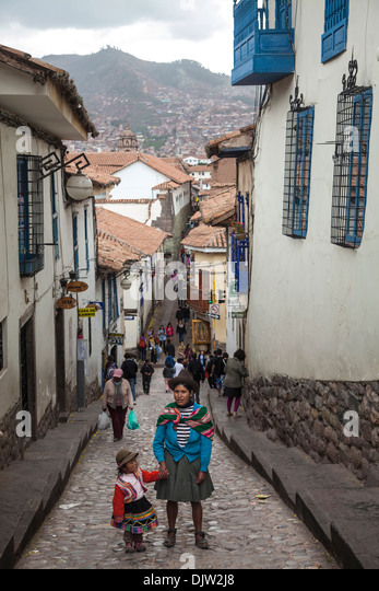Straßenszene in San Blas Nachbarschaft, Cuzco, Peru. Stockbild