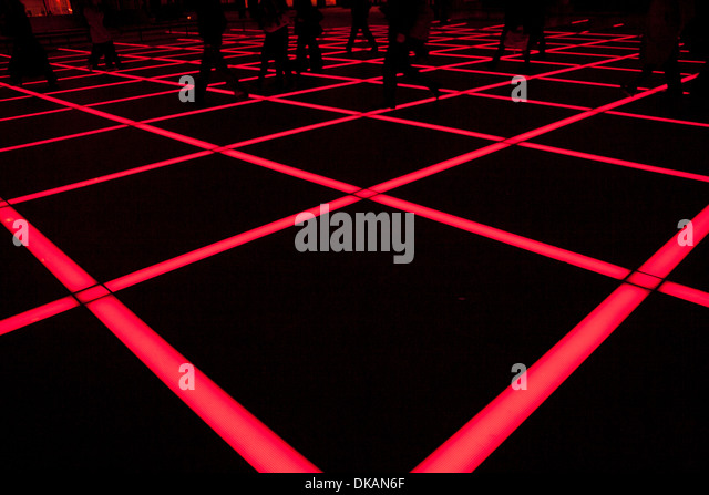 Rote Lichtbänder in Finsbury Square in London Stockbild