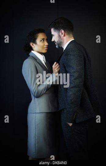 Porträt des Paares im Business-Bekleidung Stockbild