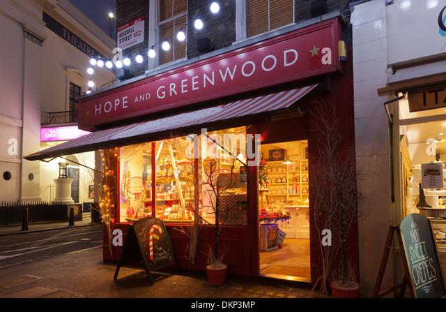 Hoffnung und Greenwood Shop in Russell Street, Covent Garden, in der Nacht. London, UK Stockbild