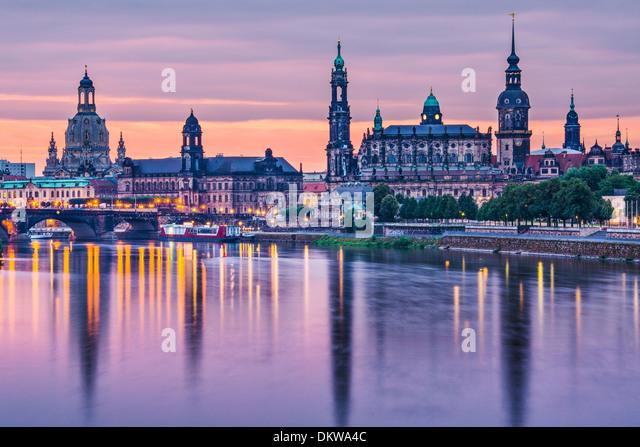 Dresden, Deutschland oberhalb der Elbe im Morgengrauen. Stockbild