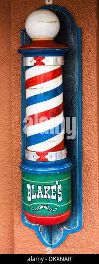 Altmodische Barbers Pol außerhalb einen Friseurladen auf First Street im historischen Stadtzentrum von Fort Stockbild