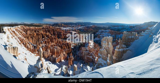 Das Amphitheater von Bryce Canyon im Winter, Utah, USA Stockbild