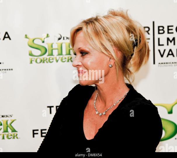 "NEW YORK, USA - 21. April 2010: Melanie Griffith besucht die ""Shrek Forever After""-Premiere beim Tribeca Stockbild"