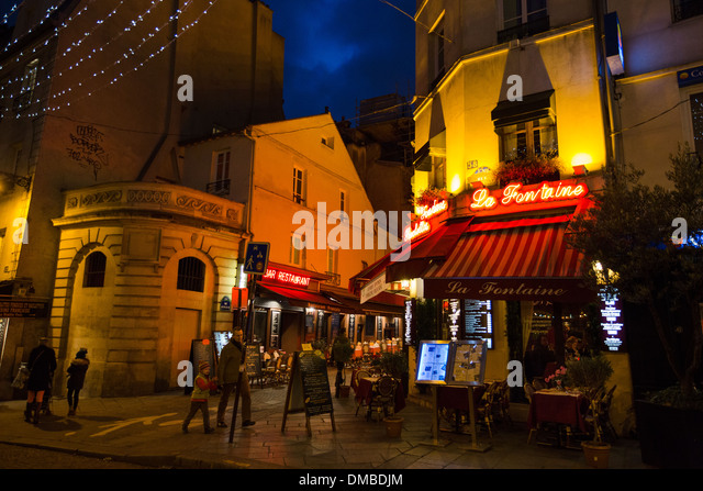 Restaurant La Fontaine De La Mouffe auf Rue Mouffetard im Quartier Latin von Paris, Frankreich Stockbild