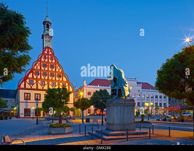 Gewandhaus, Schumann-Denkmal und das Rathaus in Zwickau, Sachsen, Deutschland Stockbild