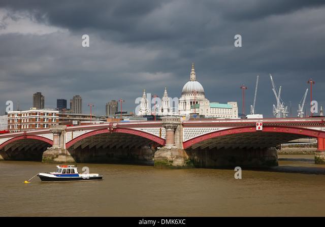 Die Blackfriars Bridge, London Stockbild