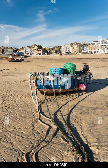 Angelboot/Fischerboot am Strand von St Ives in Cornwall Stockbild