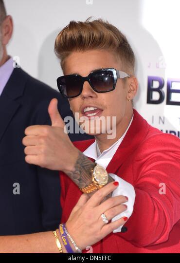 """Los Angeles, Kalifornien, USA. 18. Dezember 2013. Justin Bieber kommt bei der Premiere für """"Believe"""" Stockbild"""