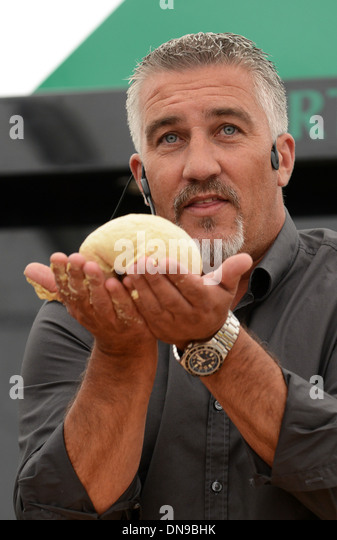 TV Promi Bäcker Paul Hollywood zeigt seine Backen. Stockbild