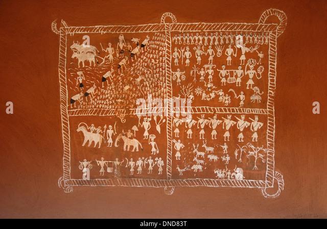 Wandmalereien auf Saora Hütte. Odisha Stamm. Manav Sangrahalaya, Bhopal, Madhya Pradesh, Indien. Stockbild
