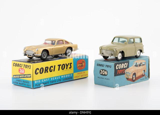 Corgi Toys Die-Cast Fahrzeug #261 Goldfinger Aston Martin DB5 #206 Hillman Husky Stockbild