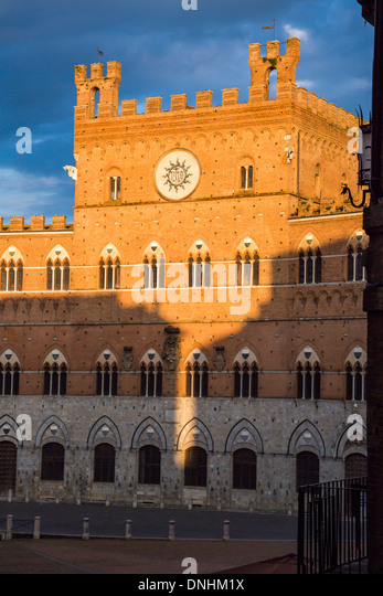 Fassade des Rathauses, Palazzo Pubblico, Piazza Del Campo, Siena, Provinz Siena, Toskana, Italien Stockbild