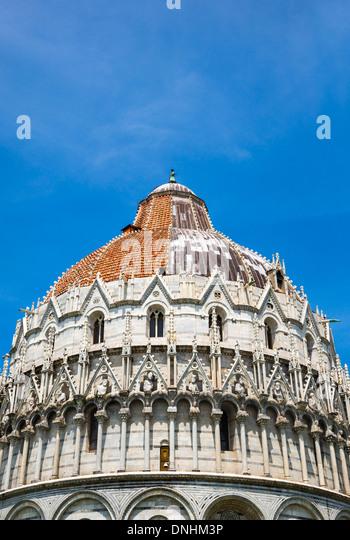 Niedrigen Winkel Ansicht einer religiösen Gebäude, Baptisterium des Heiligen Johannes, Piazza Dei Miracoli, Stockbild