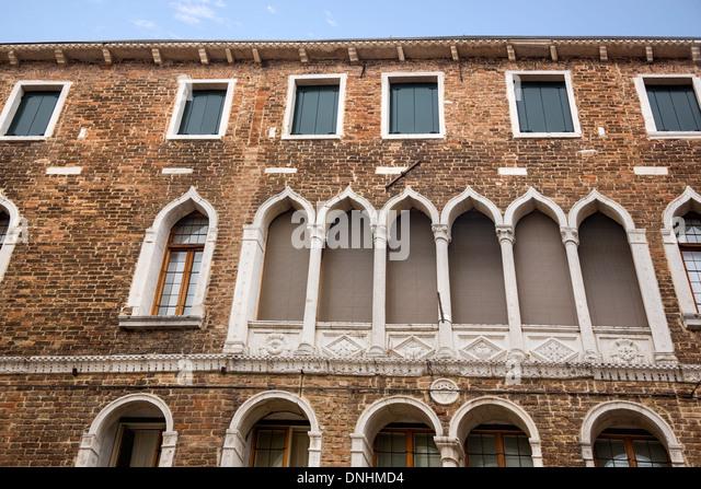 Niedrigen Winkel Ansicht eines Gebäudes, Venedig, Veneto, Italien Stockbild