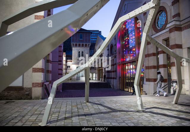 CENTQUATRE (104), KULTURELLEN UND KÜNSTLERISCHEN ZENTRUM VON DER STADT PARIS SET UP IN DAS ALTE GEBÄUDE - Stock-Bilder