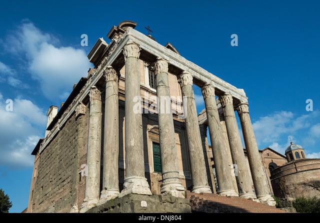 Tempel des Antoninus und Faustina, auch Kirche von San Lorenzo in Miranda, das römische Forum, historische Stockbild