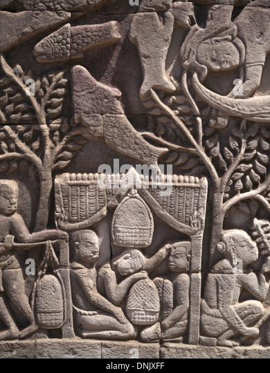 Kambodscha Angkor Thom Teil der Tempelanlage Angkor Wat.   Bas-Relief des Alltags im 12. Jahrhundert Stockbild