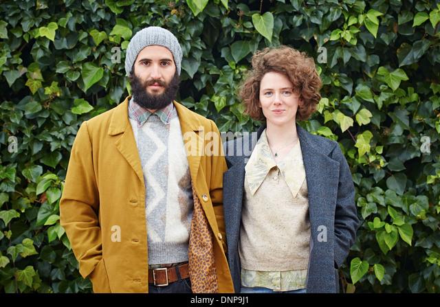 Lächelnde Hipster Student paar in Vintage-Kleidung Stockbild