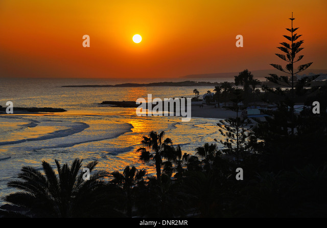 Sonnenuntergang am Nissi Beach in Ayia Napa, Zypern. Stockbild