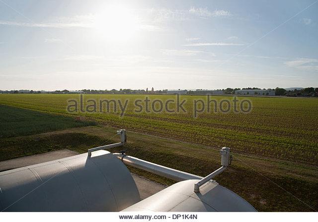 Panzer gegen blauen Himmel Stockbild
