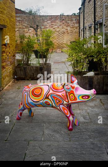 Künstlerische Schwein in Mews in Cirencester UK - Stock-Bilder