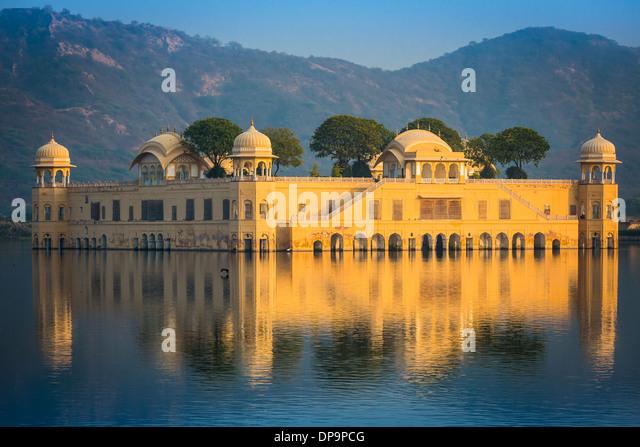 """JAL Mahal (Bedeutung """"Wasser Palast"""") ist ein Palast in der Mitte der Mensch Sagar See in Jaipur, Indien Stockbild"""
