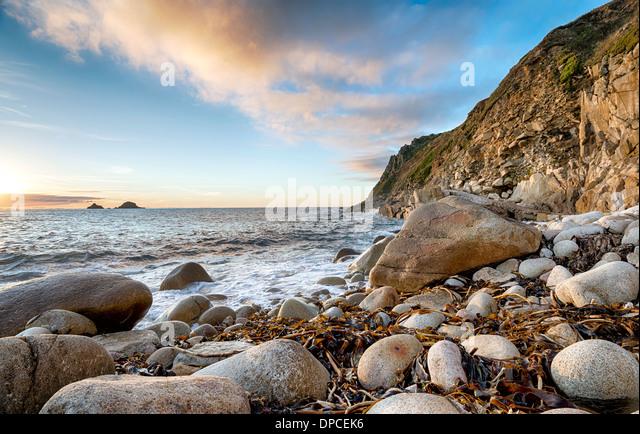 Der Strand von Porth Nanven Bucht in der Nähe von Lands End in Cornwall Stockbild