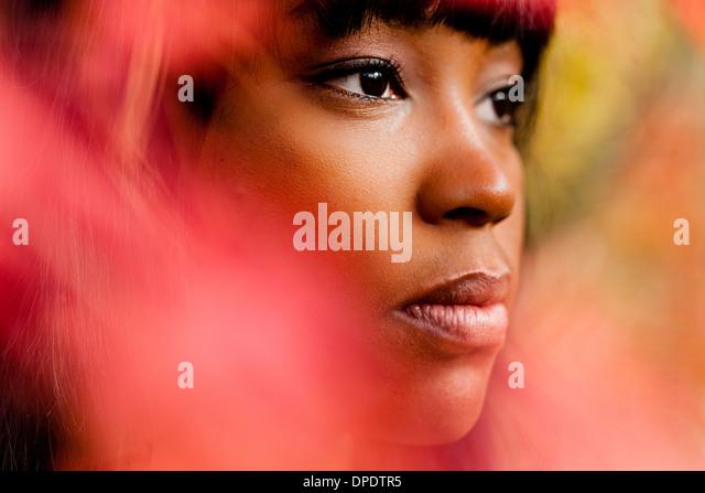 Porträt der nachdenkliche junge Frau hautnah Stockbild
