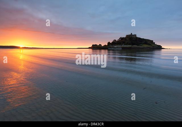 Sonnenaufgang über Mounts Bay und St. Michaels Mount Stockbild