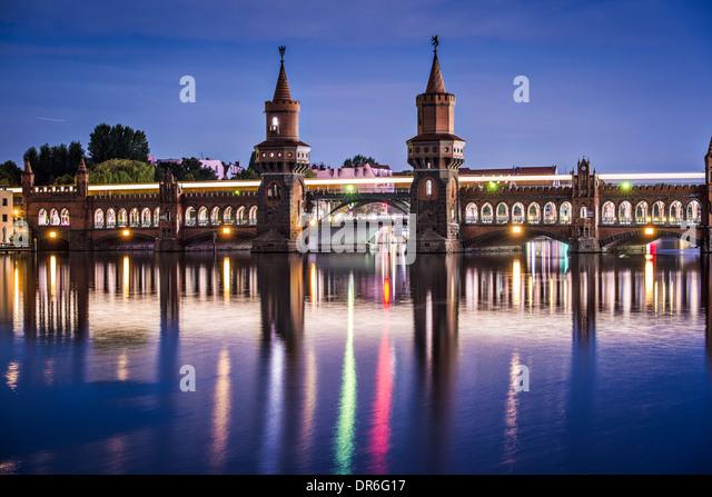 Berlin, Deutschland an der Oberbaumbrücke über die Spree. Stockbild
