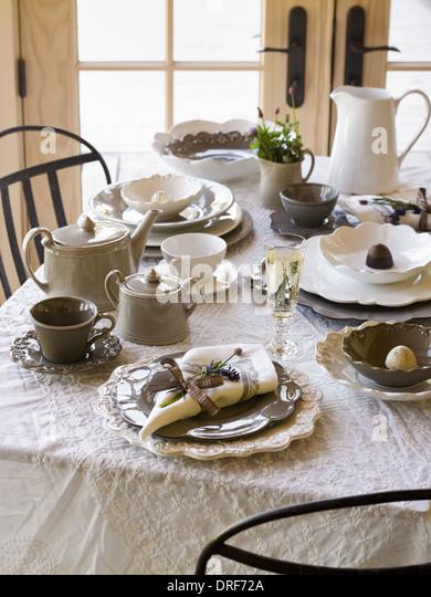 Maryland USA Tisch gedeckt für Mahlzeit weißen Tisch Tuch weiße china Stockbild