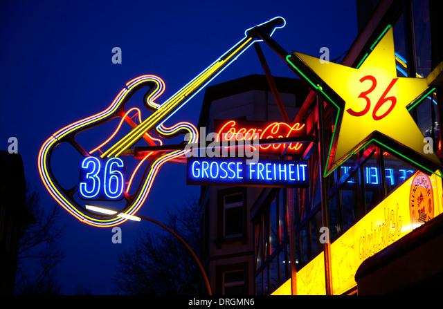 Leuchtreklamen an Musik-Club Grosse Freiheit 36, Rotlichtviertel Reeperbahn, St. Pauli, Hamburg, Deutschland, Europa Stockbild