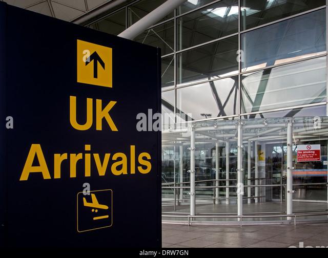 UK-Ankunft melden Sie außen Stansted Flughafen Stockbild