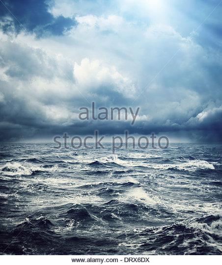 raue See Gewitterhimmel Stockbild