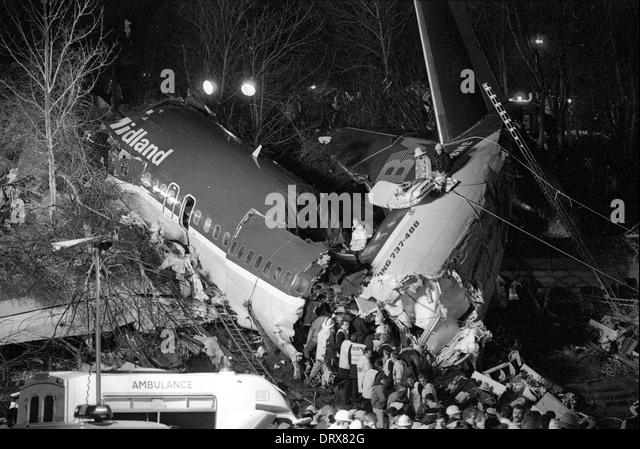Kegworth Air Disaster 1989 Notfallrettung Nachtarbeit auf den Trümmern 8. Januar 1989 Stockbild