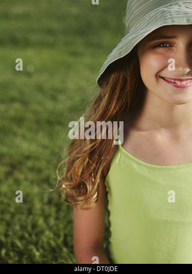 Seattle Washington USA lächelnd neunjähriges Mädchen Feld Gras Stockbild